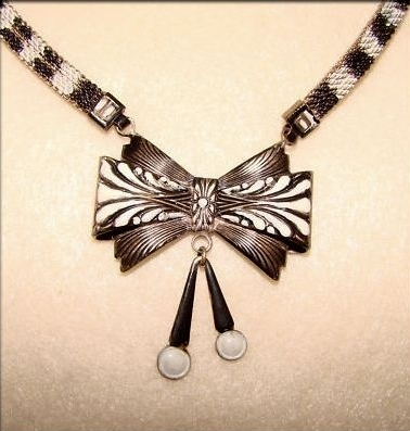 vintage 1930s deco black and white enamel bow necklace