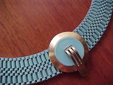 09b blue necklace detail