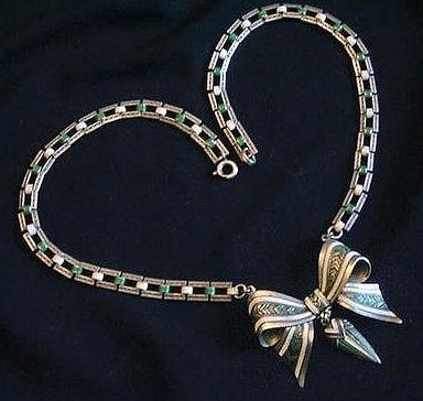 vintage 1930s art deco green and white enamel bow necklace