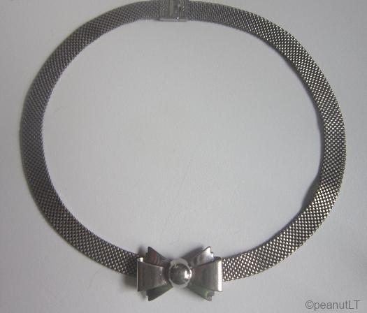 1930s art deco bow and silvertone metal choker