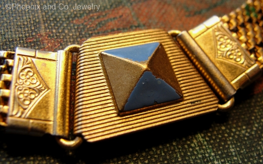 deco pyramid clasp detail