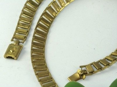 green bakelite bow chain and clasp detail