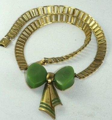 1930s green bakelite bow necklace on brass ladder chain