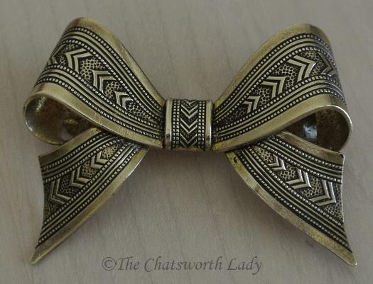 1930s brass bow brooch v1