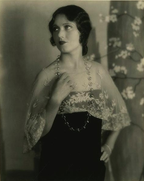 vintage 1920s photo showing pools of light necklace