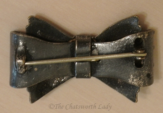 reverse of 1930s small bow brooch