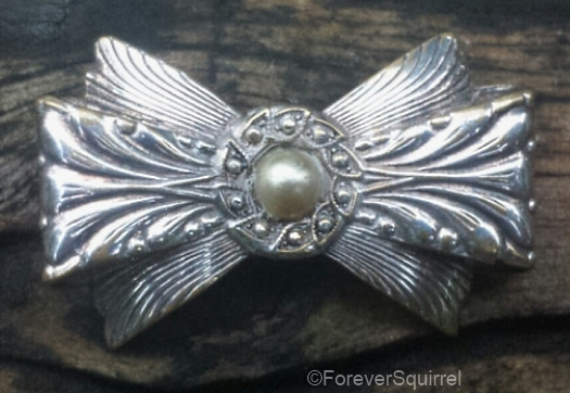 vintage bow brooch with faux pearl at ForeverSquirrel on Etsy