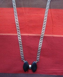 black bakelite bow necklace 1930s