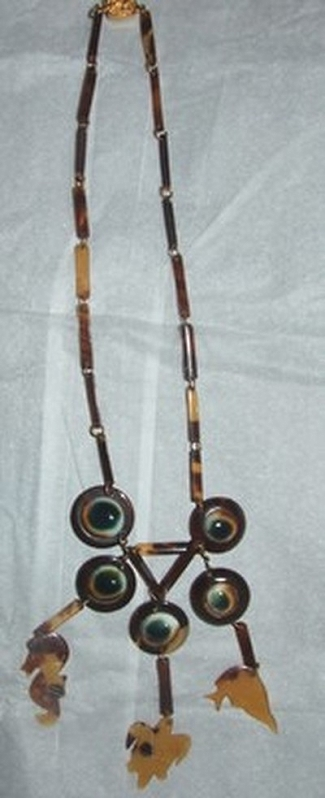 09 operculum and faux tortoise tourist souvenir necklace