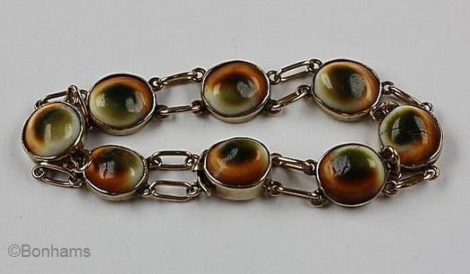 operculum bracelet