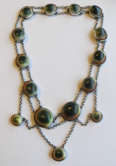 operculum festoon necklace