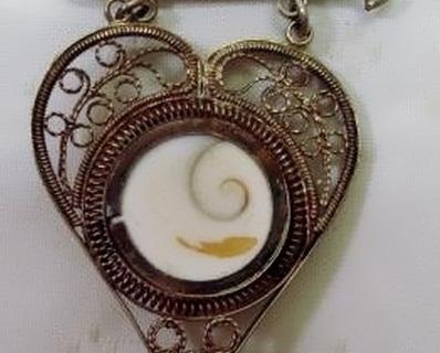 heart brooch reverse