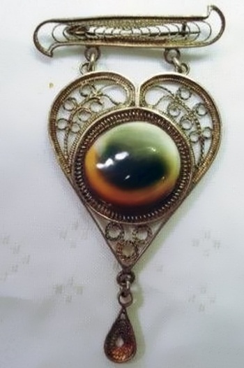 Victorian operculum filigree heart brooch