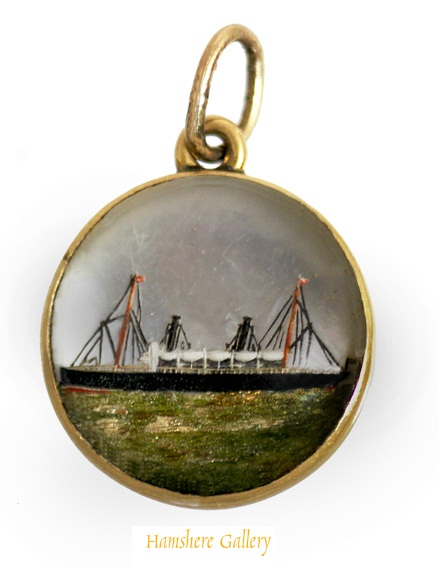 Essex crystal steam yacht Ophelie pendant