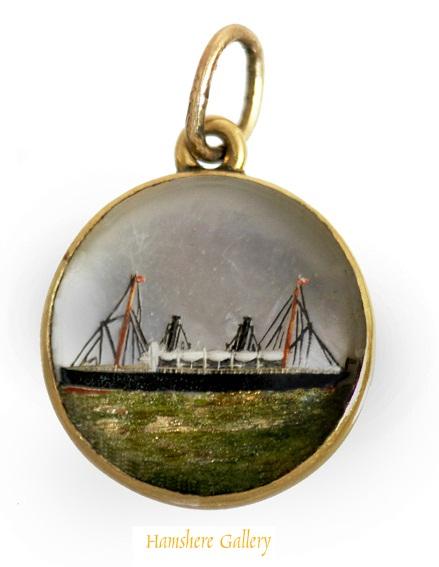 Essex crystal steam yacht Ophelie pendant