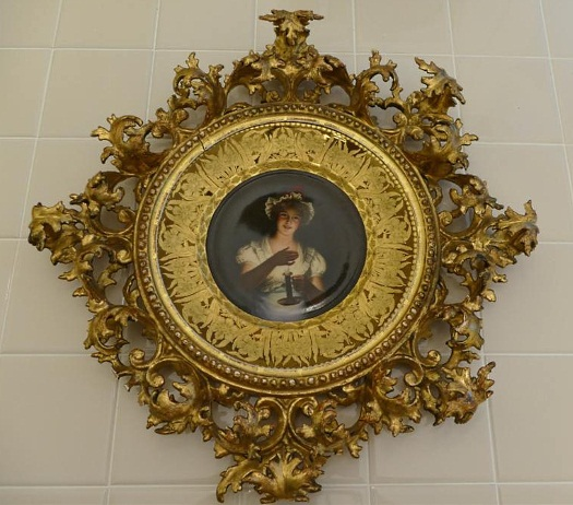 Royal Vienna Wagner Lissette plate in ornate giltwood frame
